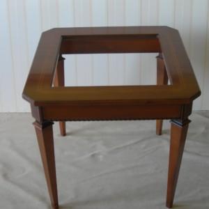 Tavolino quadrato con cristallo